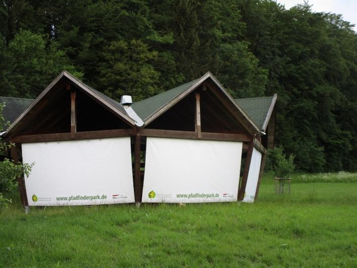 Pavillon mit Seitenplanen